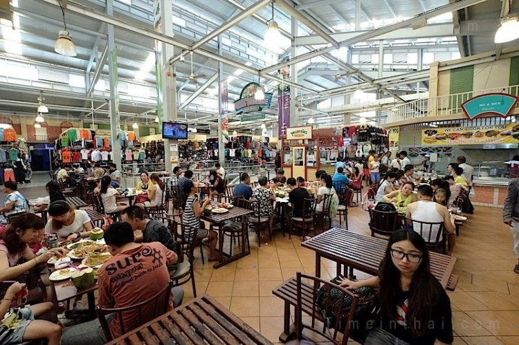 Baan tran food court.jpg