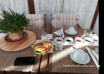 BB Gallidoro Breakfast Table