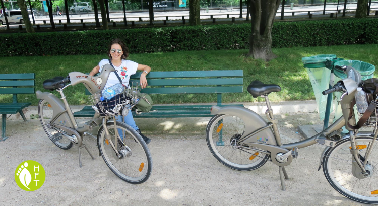 Break along the Seine with the Velib bicycle